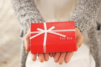 クリスマスプレゼント相場と20代後半の彼氏社会人が欲しい物とは?