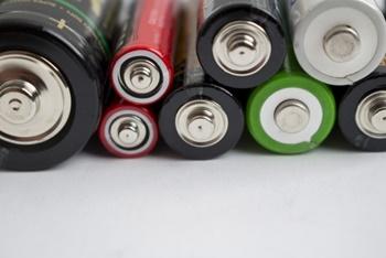 充電式電池とアルカリ電池お得なのは?使えないものは?寿命の見分け方