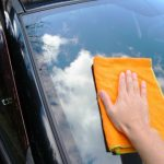 車のUVカットガラスの見分け方。窓の下の表示の見方とUVA防止効果は?