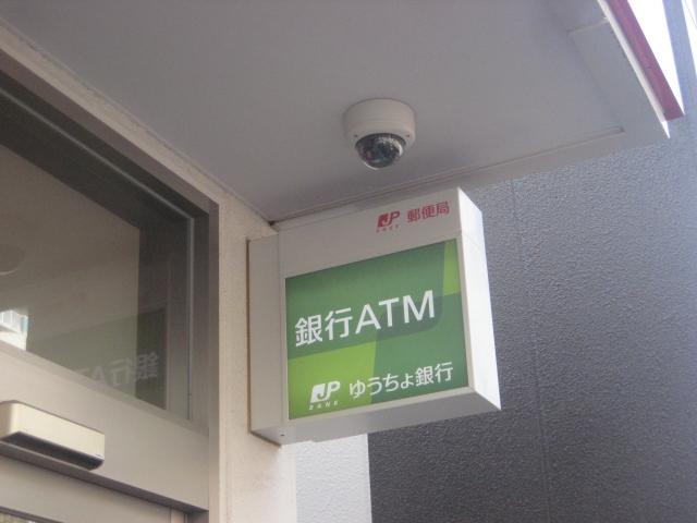 ゆうちょ銀行ATMはいつでも手数料無料?コンビニでファミマは別格の理由とは。