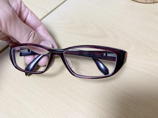 スクエアタイプの眼鏡