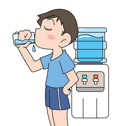 ウォーターサーバーの水を飲む