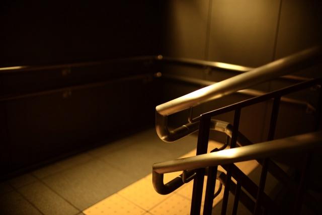 階段の踊り場の由来!そもそも踊り場必要か?基準寸法について解説
