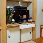 仏壇のお供え物の置き方・向きは曹洞宗と浄土真宗でこう違います。
