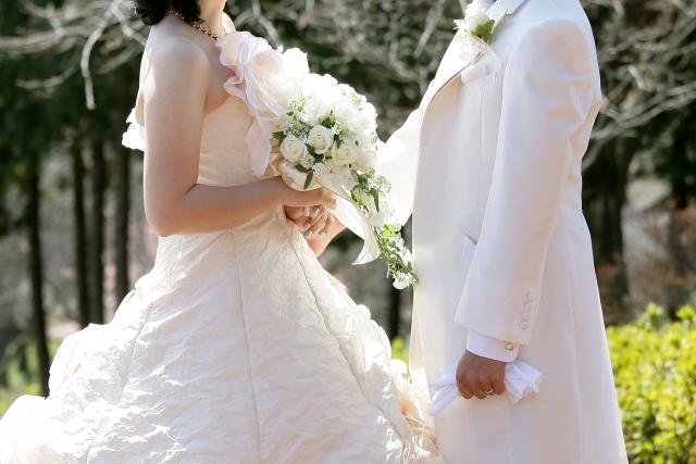 ウエディングドレスの代わりにワンピースってあり?今どきの結婚式事情