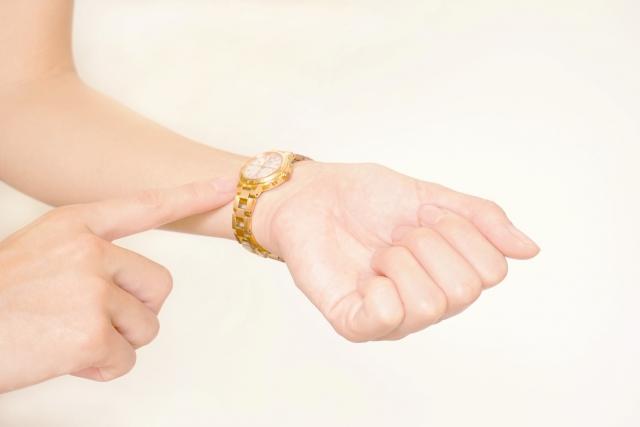 腕時計はどっちにつける?女性ならこっち!男性は?右手は運気↑の真実