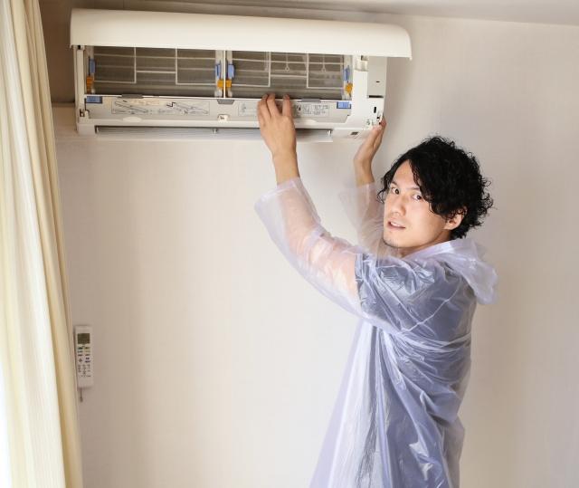 エアコン分解洗浄の相場やおすすめの頻度は?自分でできるのか?