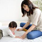 赤ちゃん ずりばいはいつから?生後4ヶ月の前兆や前に進めない時の対策