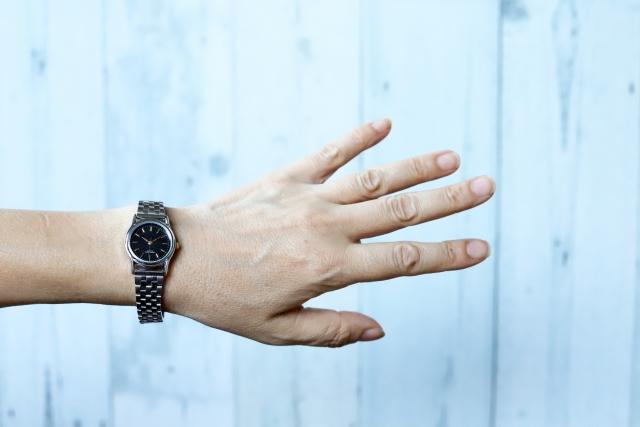 ドルガバの時計はダサい?電池交換やベルト交換が可能なのか?修理や料金について調査